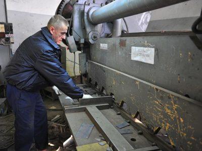 Резка металла гильотинными ножницами в Северске. Резка металла гильотиной Северск. Резка металла по выгодным ценам!